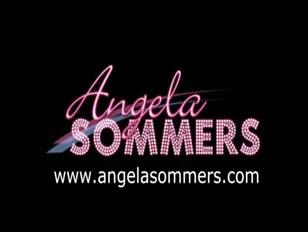 Angela sóvárgott felhúzta a hamis penis piszkot