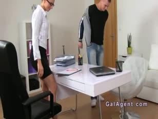 A hölgy ügynöke felhúzta az amatőr gu-ot a castingen