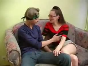 Mila három - vékony orosz érett szemüveg romboló fiatal srác