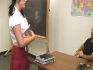 Alumna le hace egy paja a su meastro cumblast
