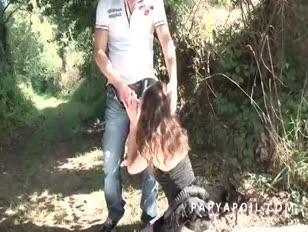 Papy se fait sucer flappy que la érett se fait sodomiser en pleine természet